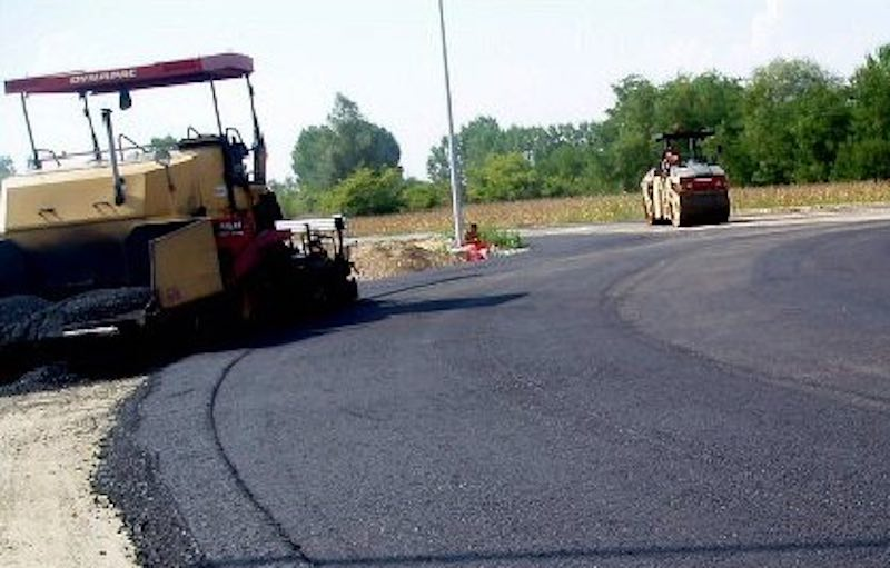 Chiusura al traffico e alla sosta di alcuni tratti per lavori di bitumatura