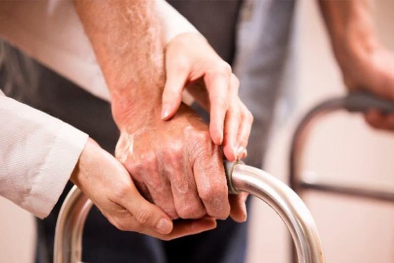 Domiciliarità per anziani non autosufficienti, si selezionano i progetti